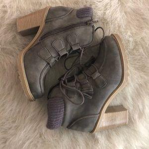 Chunky Heel Bootie 35$ OBO